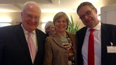 Christian Zahn, Eva Welskop-Deffaa und Uwe Klemens anl. der Staffelübergabe des Vorstandsvorsitzes beim Spitzenverband der gesetzlichen Krankenversicherung.