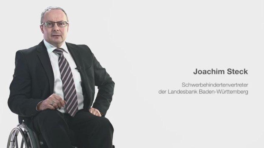 Rollstuhlfahrer Joachim Steck erzählt von seiner Tätigkeit als Vertrauensmann der Schwerbehinderten