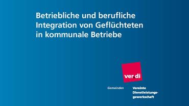 """Ausschnitt aus Broschürentitel """"Betriebliche und berufliche Integration von Geflüchteten in kommunale Betriebe"""""""